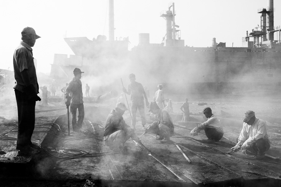 shipbreaking black white