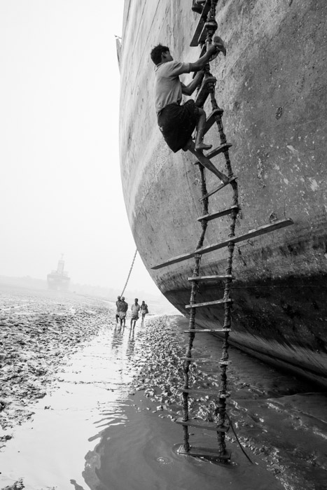 shipbreaker using ladder