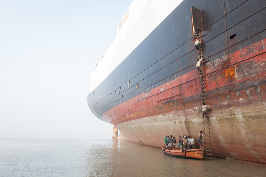 ship-breakers boarding