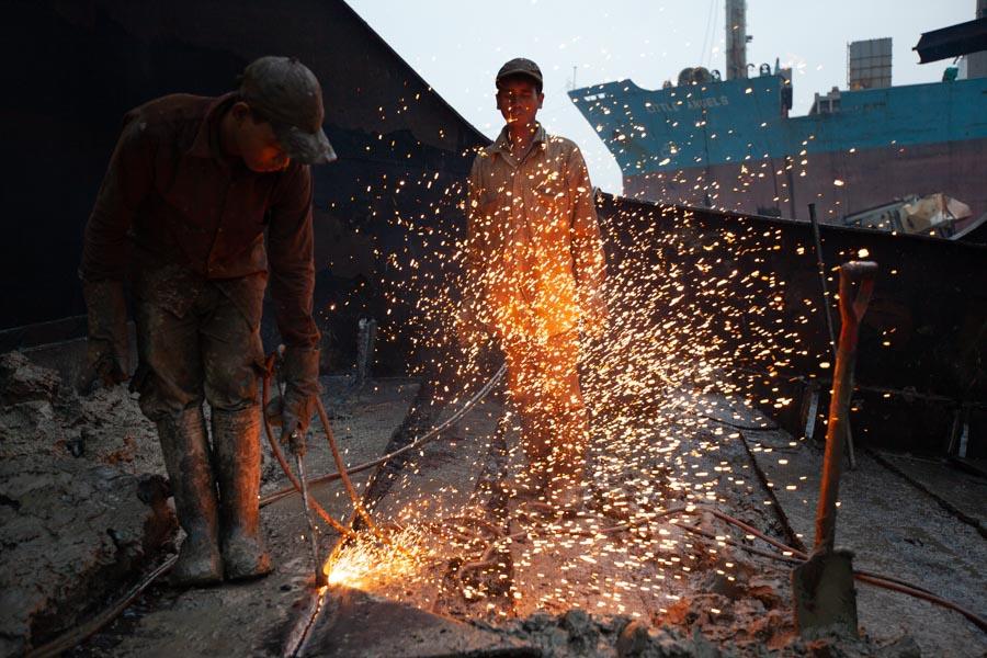 shipbreaking torch sparkles
