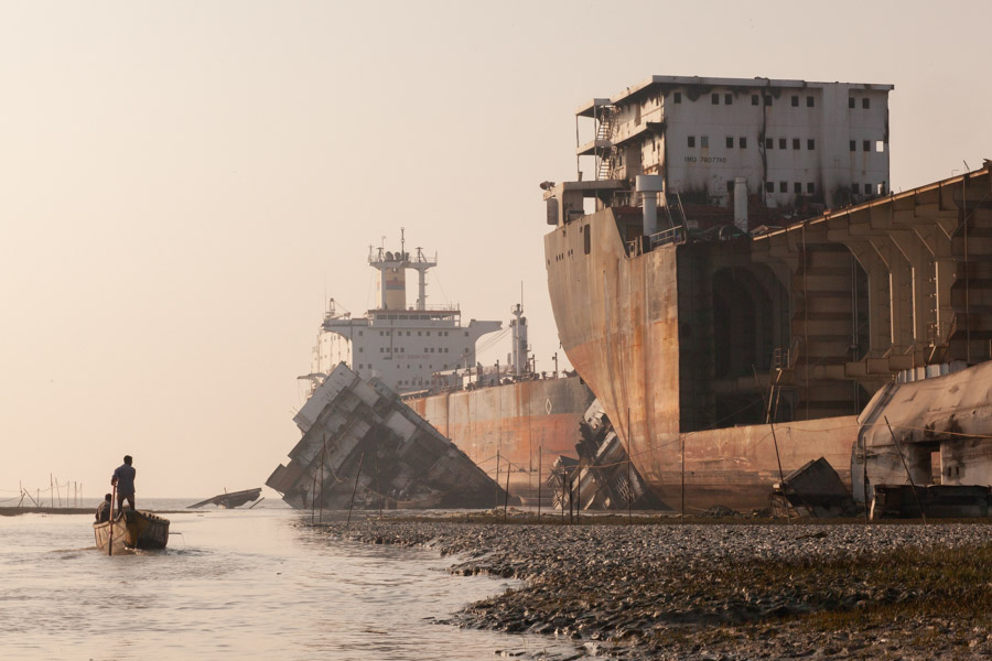 shipbreaking with boat