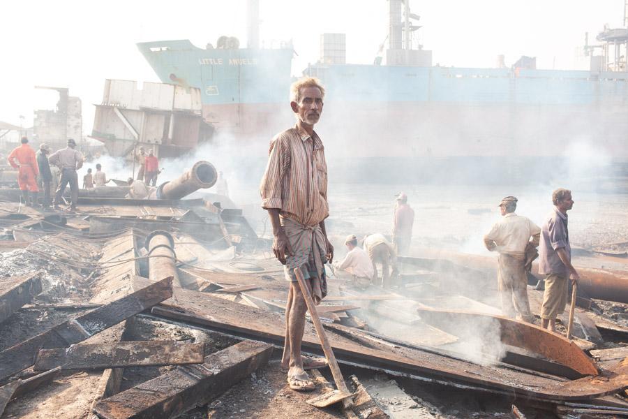 shipbreaking yard chittagong bangladesh